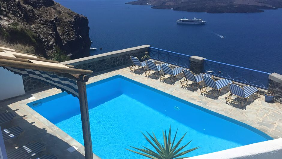 sunbeds swimming-pool out to the open caldera sunset volcano sea view relax on the slope_opt (1)